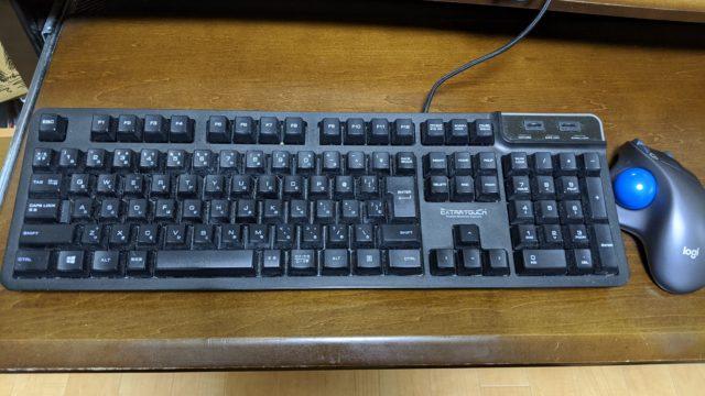 ELECOMのキーボード_TK-FCM094H_マウス置いた様子
